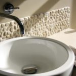 Галька в дизайне японской ванной