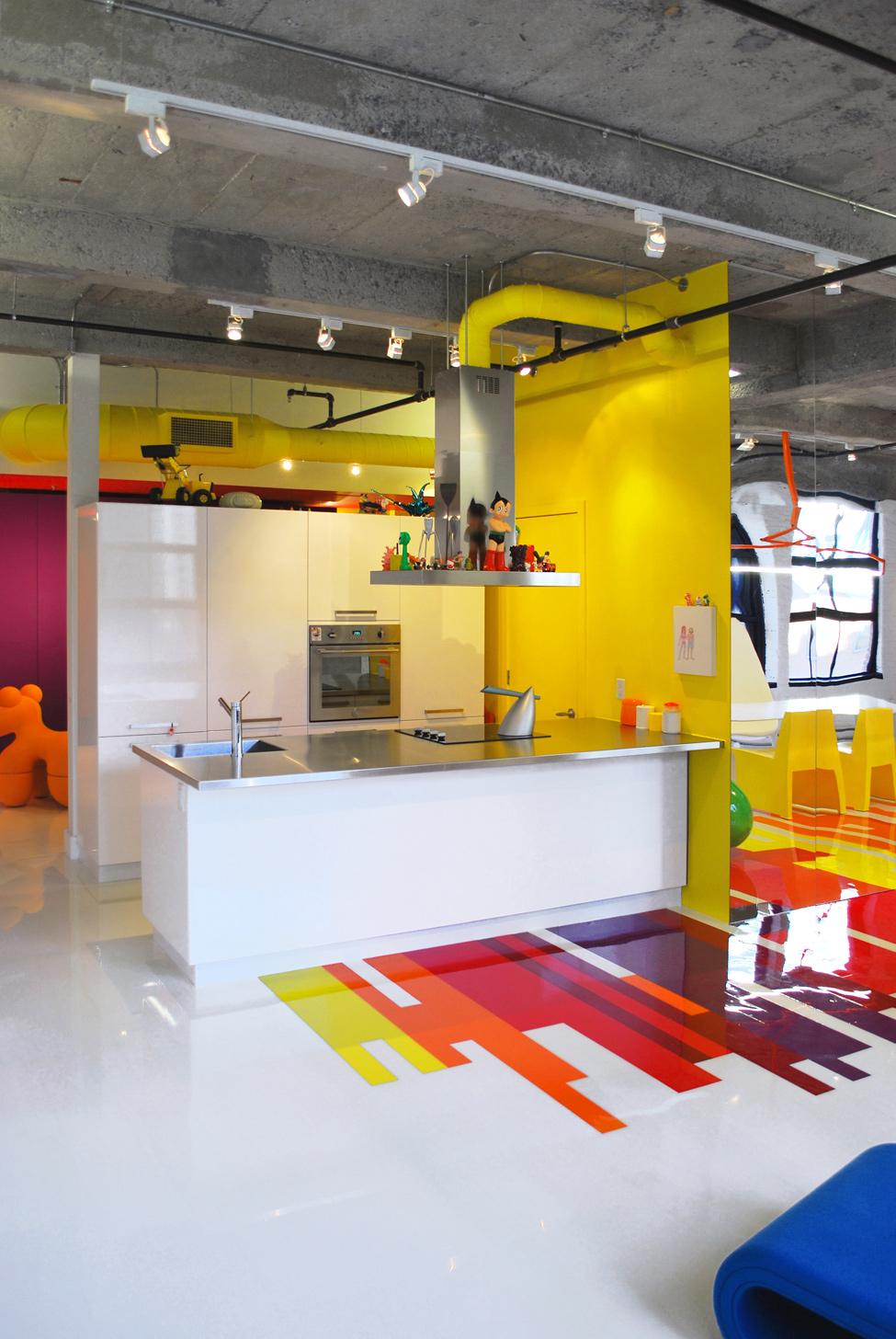Яркий дизайн кухни лофт